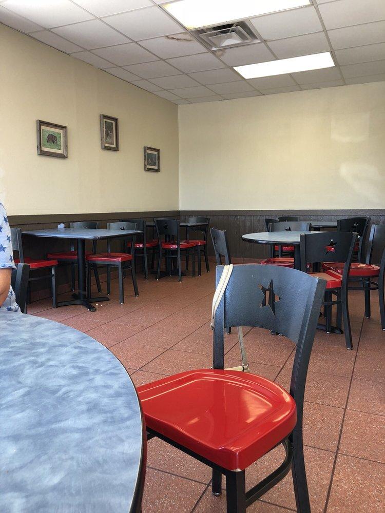 Church's Chicken: 212 N Nueces, George West, TX