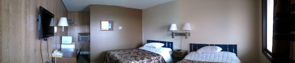 Leonard Motel: 666 W 12th St, Grafton, ND