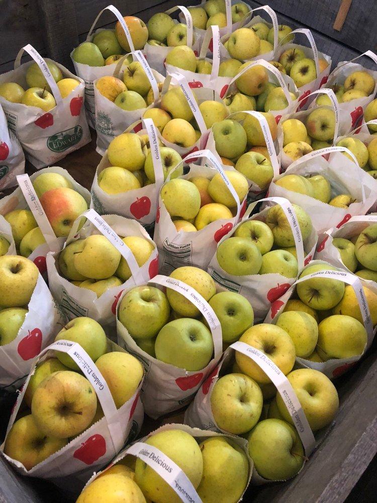 Edwards Apple Orchard: 7061 Centerville Rd, Poplar Grove, IL