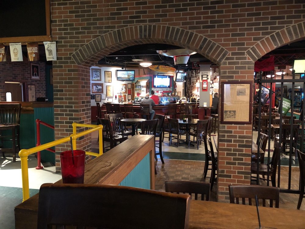Classics Bar & Grill: 4813 Central Ave, Hot Springs National Park, AR