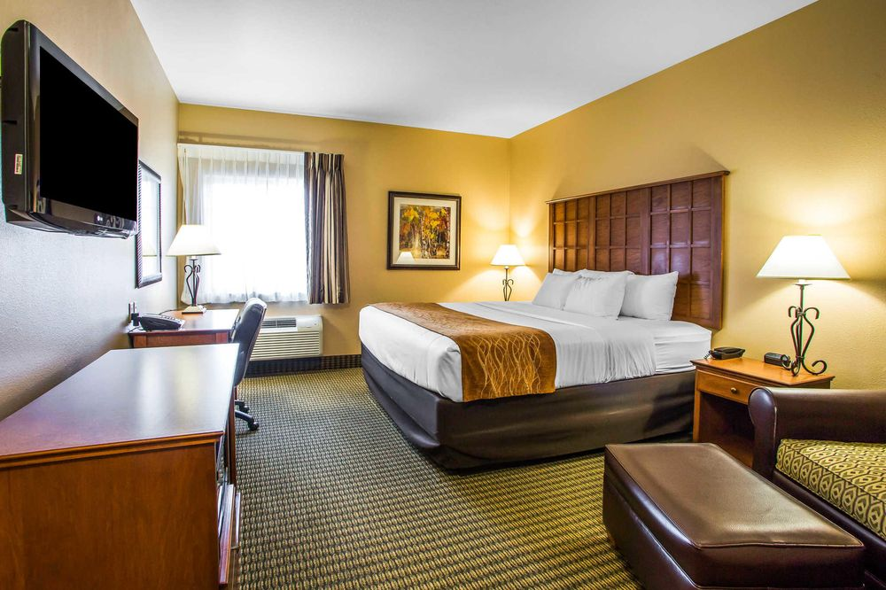 Comfort Inn & Suites: 250 Business 36, Chillicothe, MO