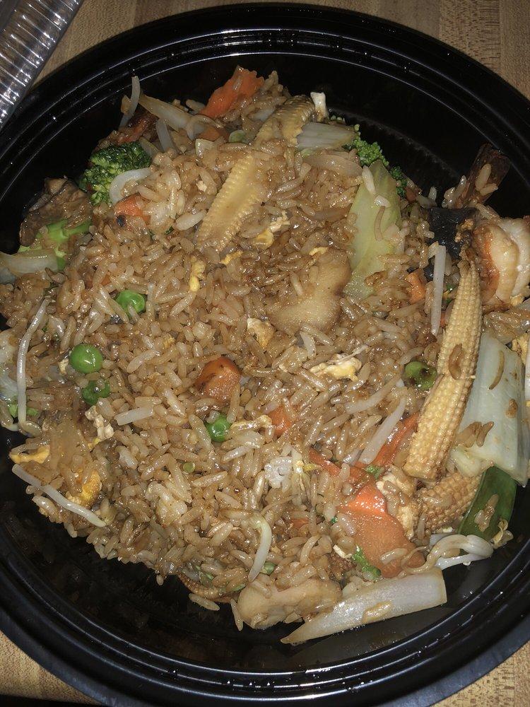 Thai Maki & Sushi Restaurant: 507 N D St, Fremont, NE