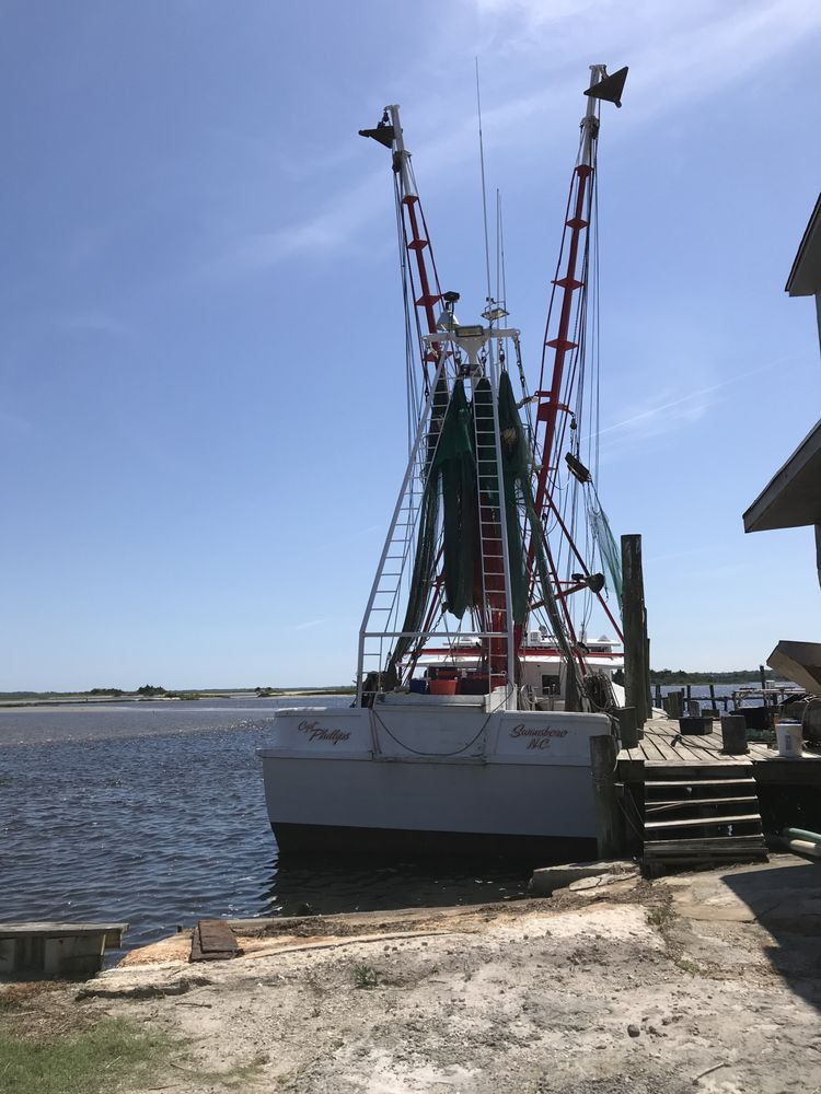 Clyde Phillips Seafood: 104 W Corbett Ave, Swansboro, NC