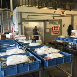 International marine products seafood markets 500 e for Wholesale fish market los angeles
