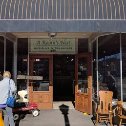 A Robin's Nest of Antiques & Treasures 29 s