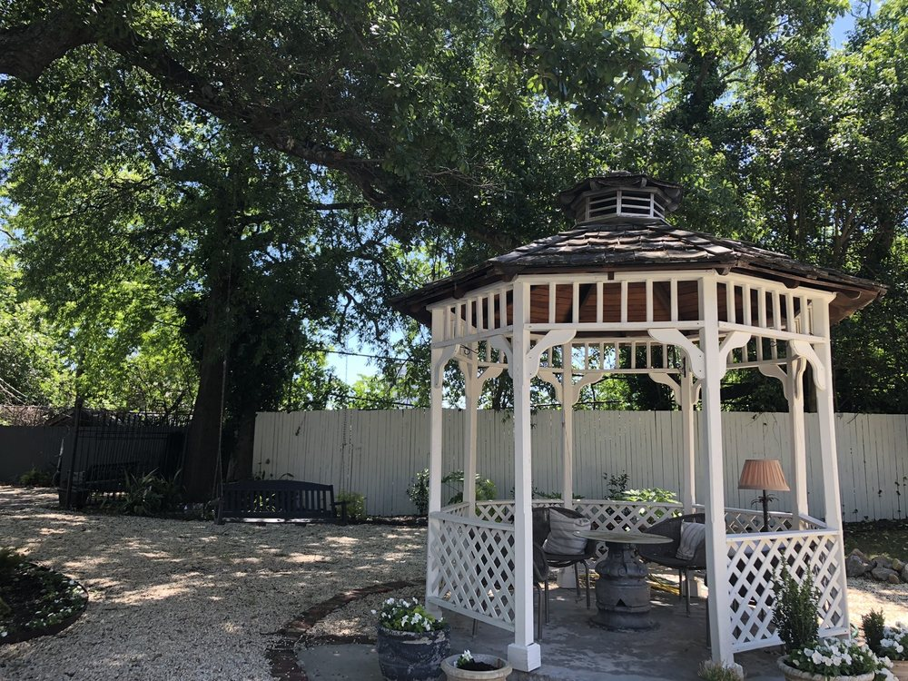 Chesnut Cottage Bed and Breakfast: 1718 Hampton St, Columbia, SC