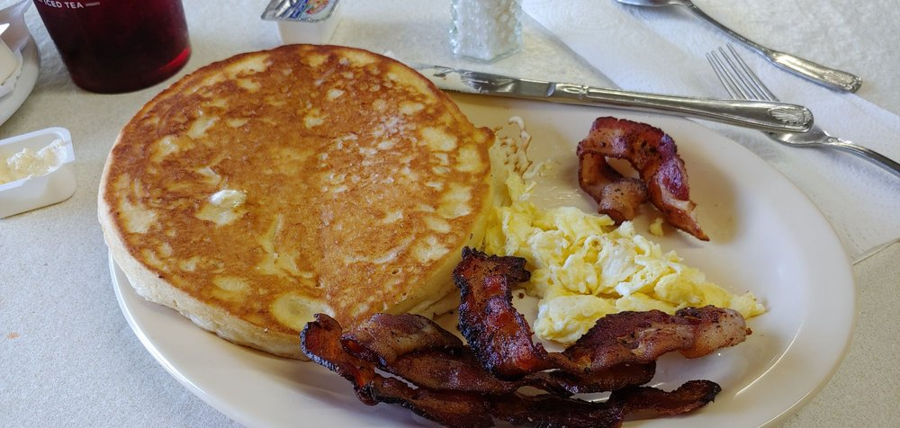 The Cafe: 602 3rd St, Kentwood, LA