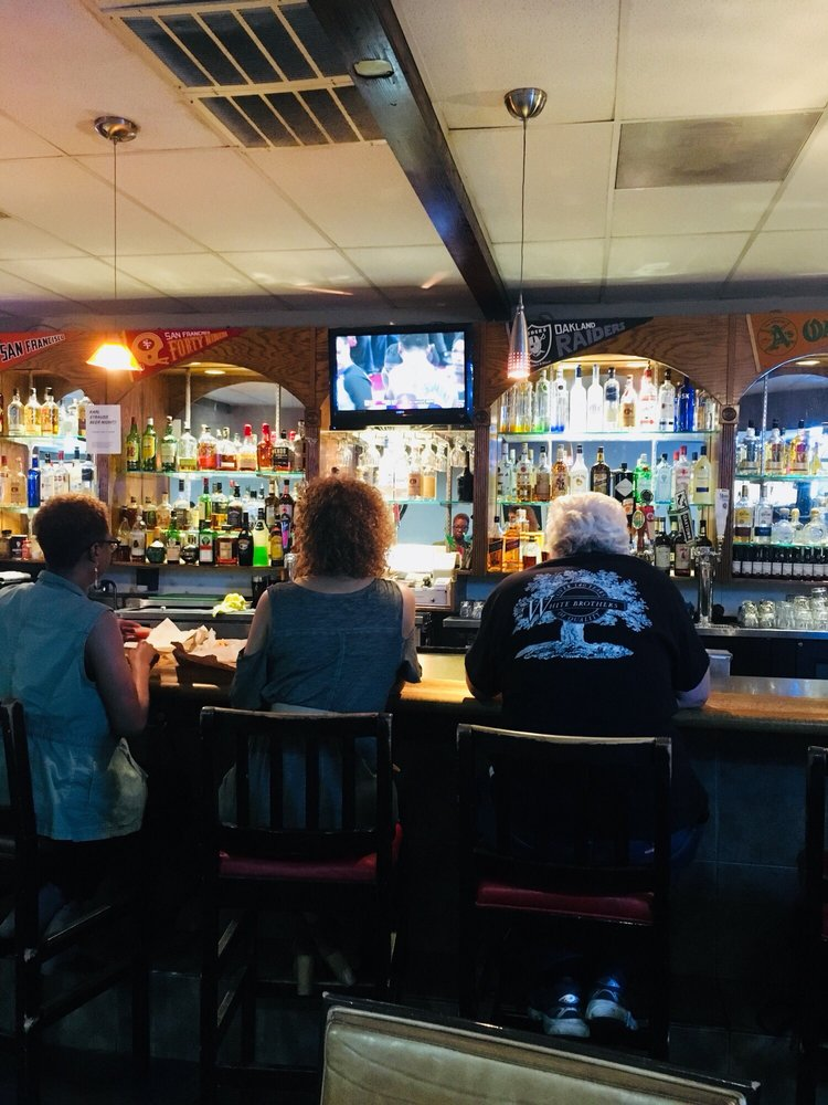 Laurel Lounge