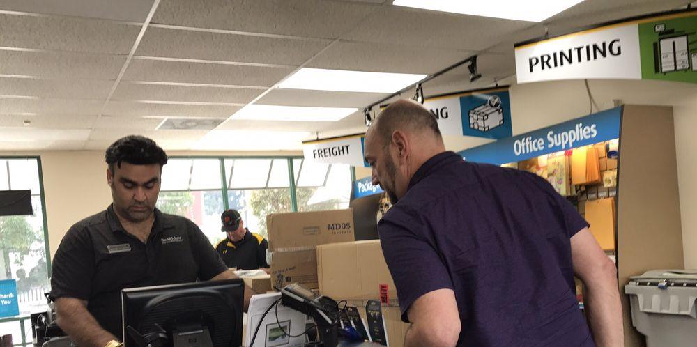 The UPS Store: 405 El Camino Real, Menlo Park, CA