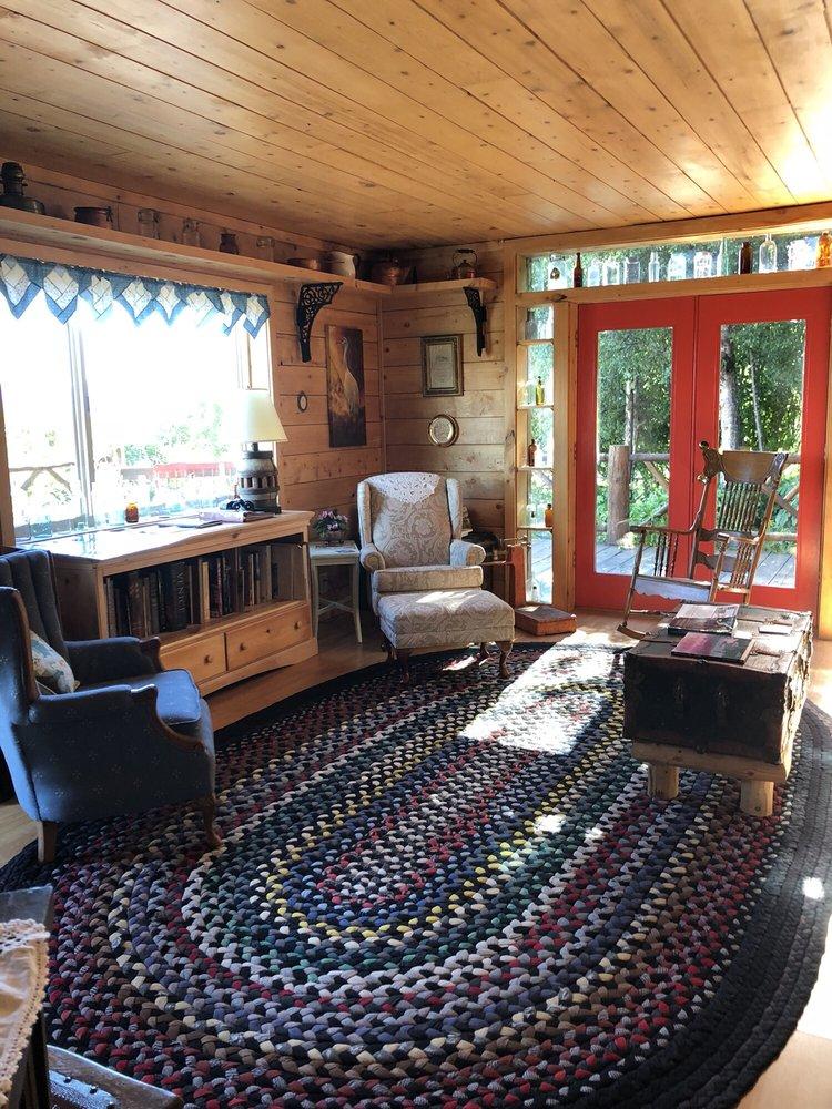 Juneberry Lodge: 40963 China Poot St, Homer, AK
