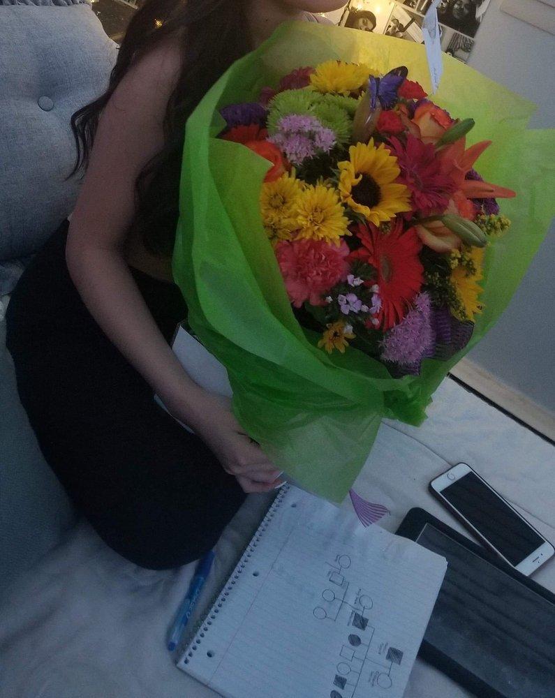 Windy City Flower Girls: 5419 W 95th St, Oak Lawn, IL