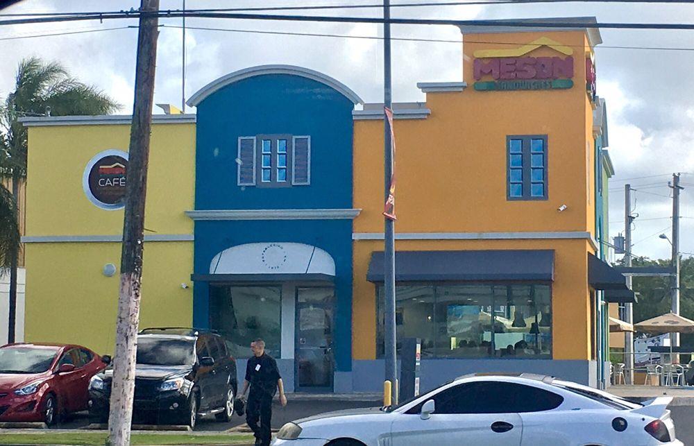 El Meson: Calle Maga, Hatillo, PR