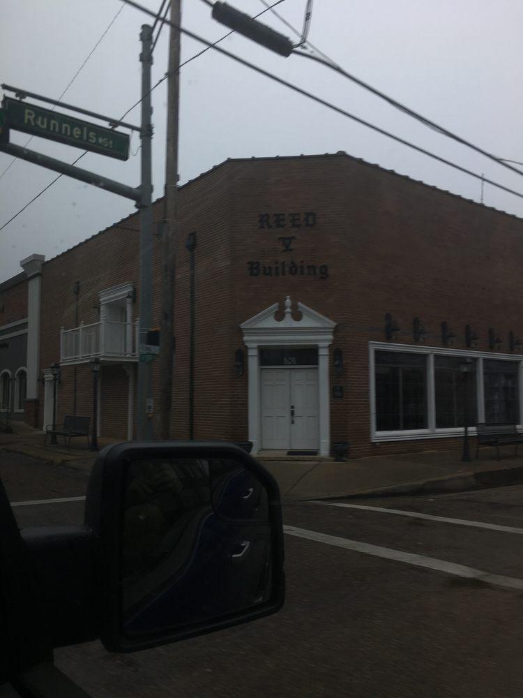 DeKalb: 438 W Front St, De Kalb, TX