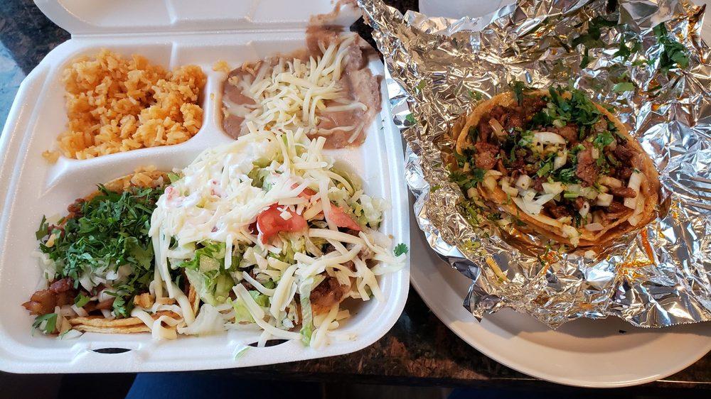 Tacos El Rio: 6070 E Route 17, Kankakee, IL