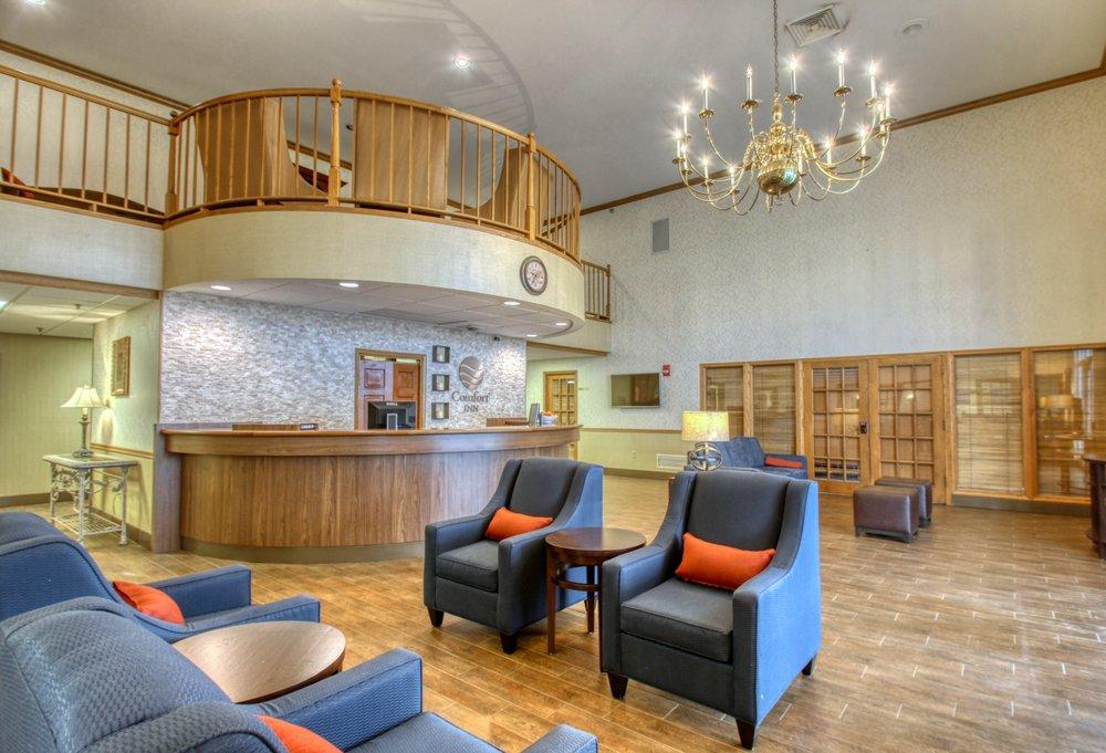 Comfort Inn: 77 Holiday Lane, Fond Du Lac, WI