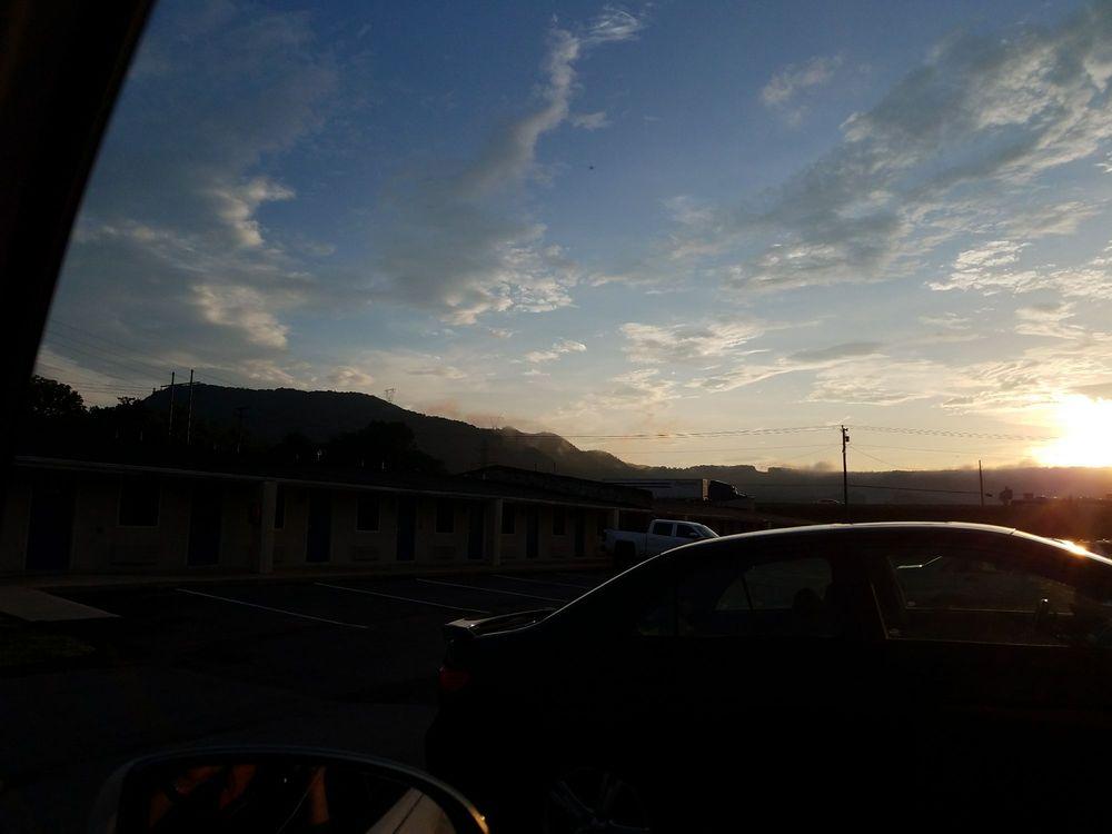 Motel 6: 2619 Lee Hwy, Troutville, VA