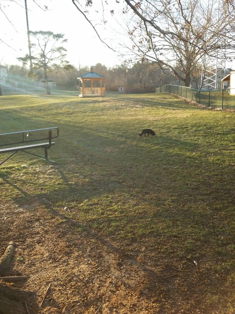 Elizabeth Cleland Cauley Dog Park: Country Club Ln, La Grange, KY