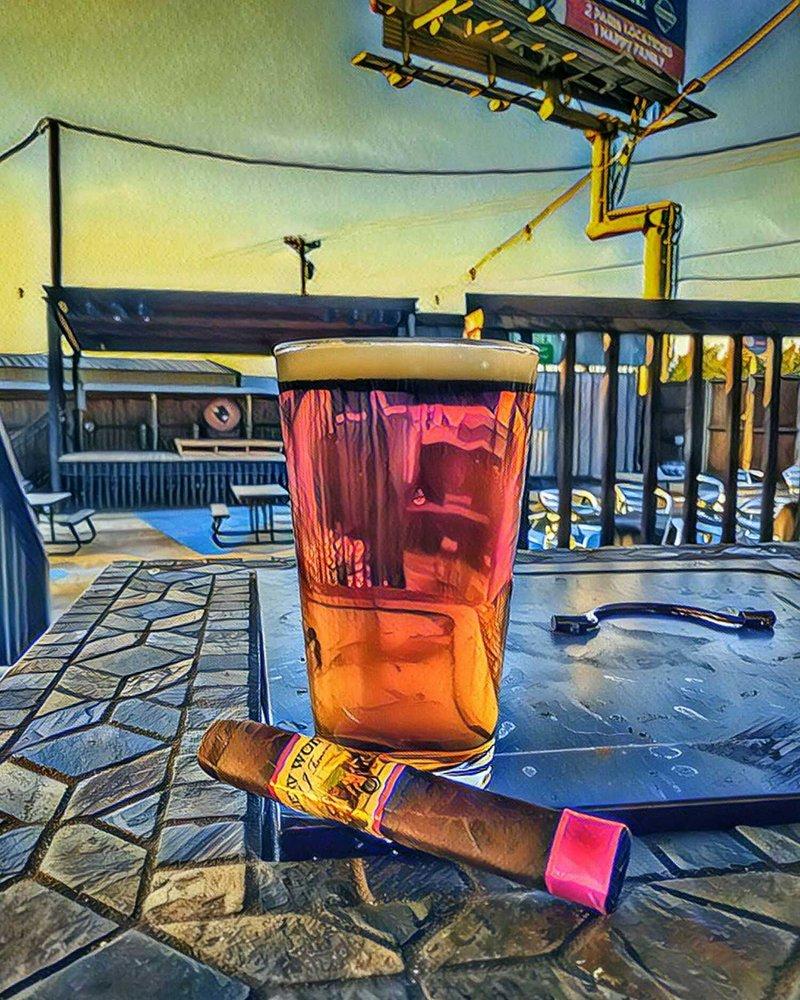Buffalo Joe's Pub: 3338 NE Loop 286, Paris, TX