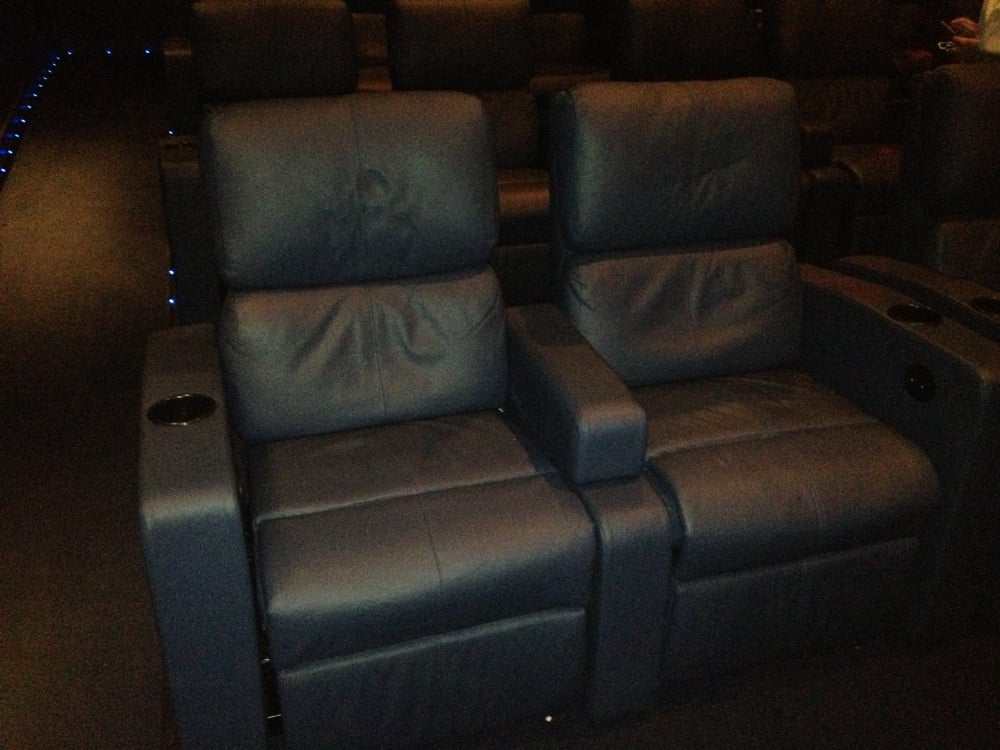 Theater 5 Seating With Extra Large Comfy Reclining Leg