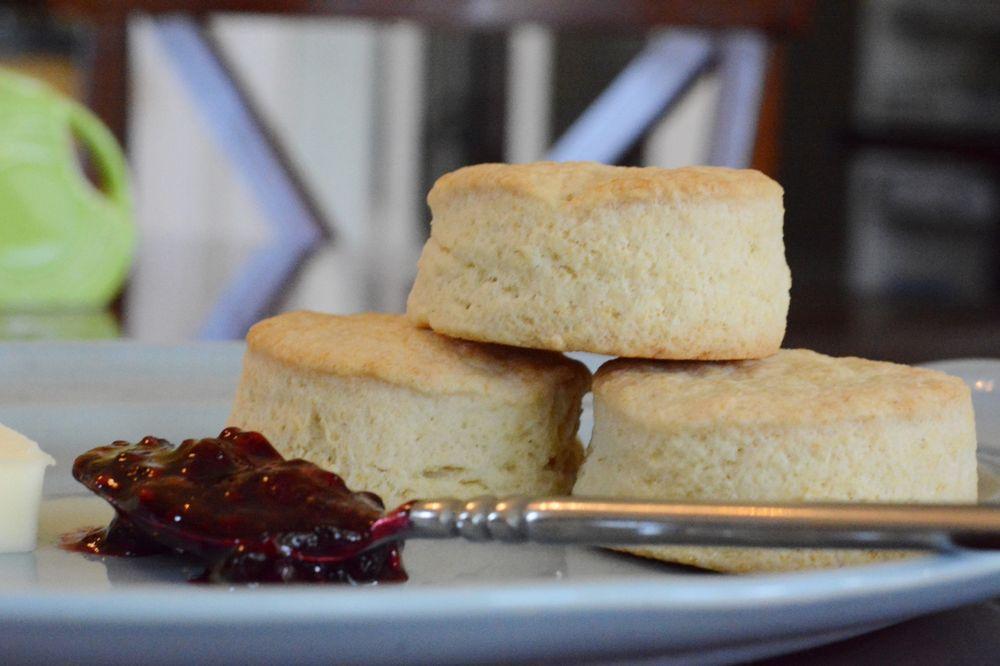 Sweet Biscuit Inn: 77 Kenilworth Rd, Asheville, NC