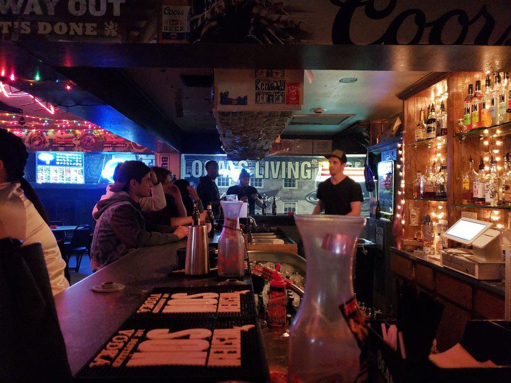 House Bar: 1219 SW 10th Ave, Amarillo, TX
