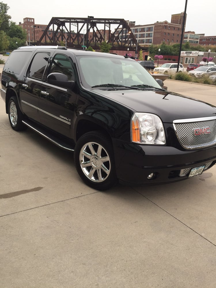 Rave Luxury Transportation: 3532 W Locust St, Davenport, IA
