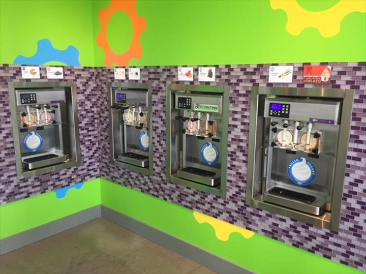 Froyo Factory: 106 S Market St, Monticello, IL