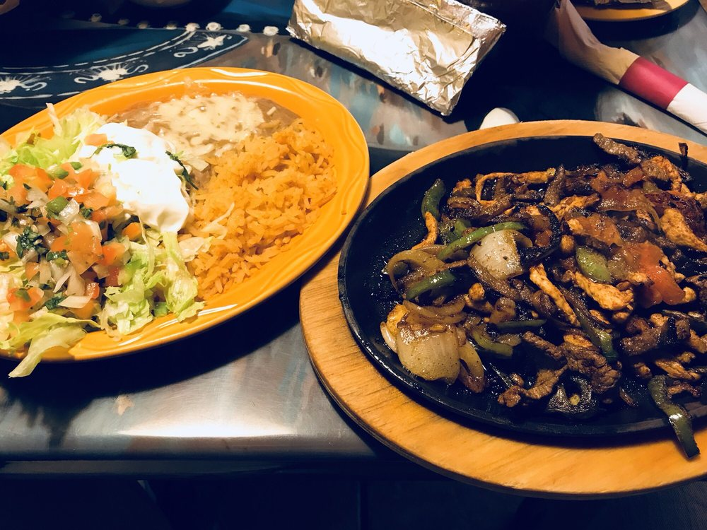 Mexico Grill Restaurant and Cantina: 604 N Davis Ave, Cleveland, MS