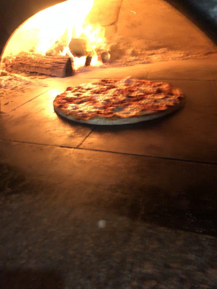 Florina's Woodburning Pizza: 225 Rte 82, Fishkill, NY