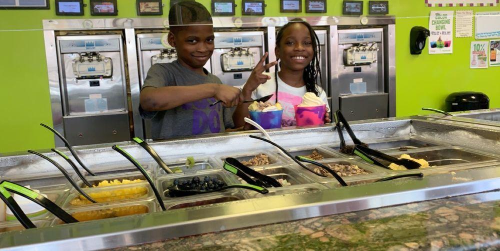 The Skinny Dip Frozen Yogurt Bar: 1619 Colley Ave, Norfolk, VA