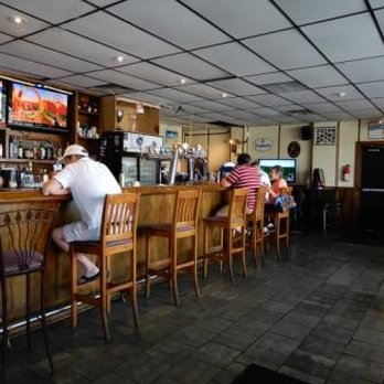 Tremendous Maple Leaf House 14 Photos Sports Bars 2749 Lake Shore Download Free Architecture Designs Scobabritishbridgeorg
