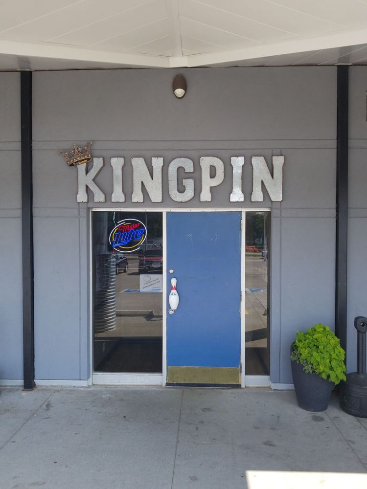 Kingpin Bar & Grill: 2608 University Ave, Waterloo, IA