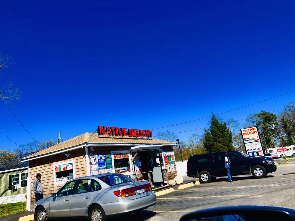 Poospatuck Trading & Smoke Shop: 207 Poospatuck Ln, Mastic, NY