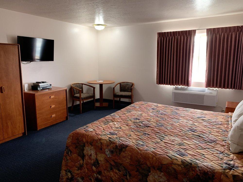 Aquarius Motel: 292 W Main St, Bicknell, UT