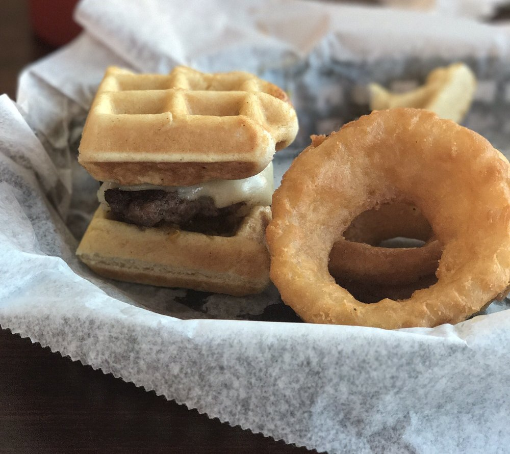 21 Burgers: 1401 Greenbrier Pkwy, Chesapeake, VA