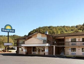 Days Inn by Wyndham Paintsville: 512 South Mayo Trail, Paintsville, KY