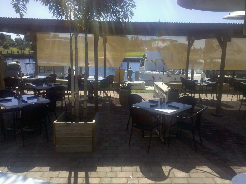 Dorados seafood seafood 4428 marinatown north fort for Fish restaurant fort myers