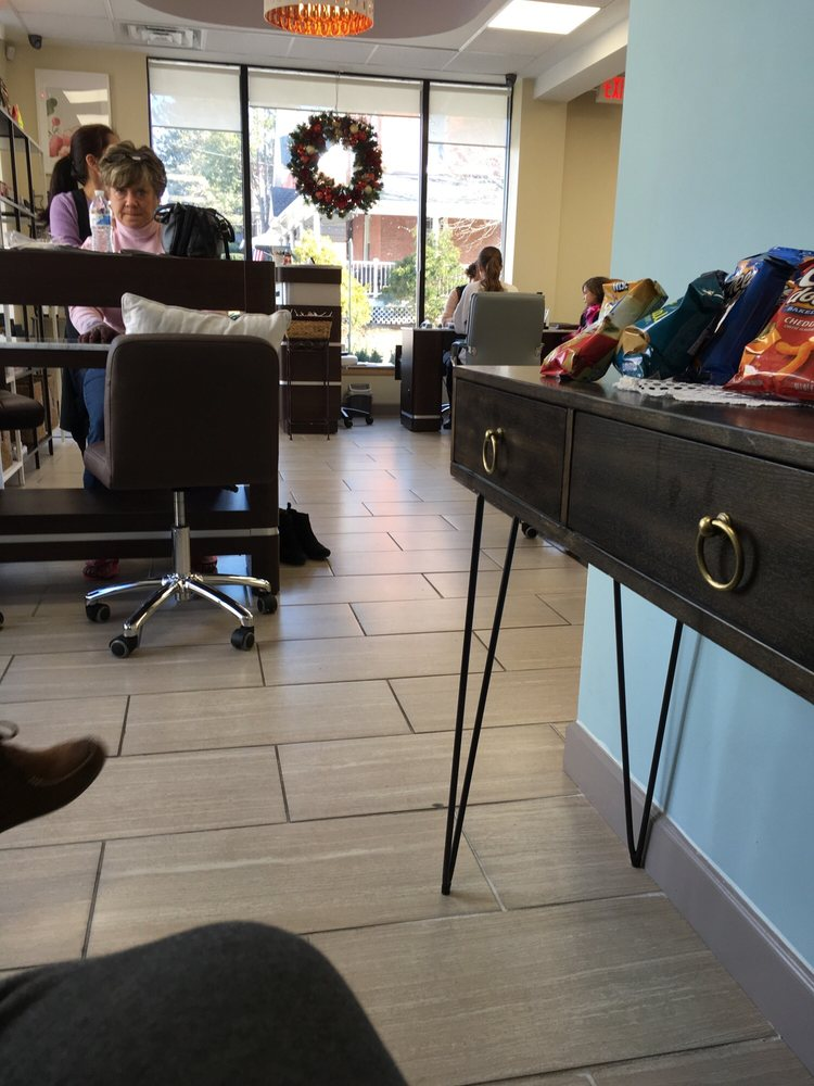 Solace Nails & Spa: 234 Lindenwold Ave, Ambler, PA