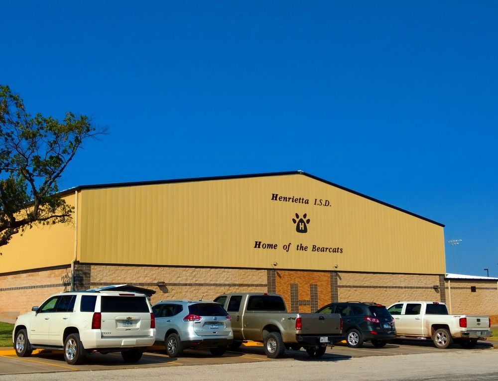 Henrietta Independent School District: 1700 E Crafton St, Henrietta, TX