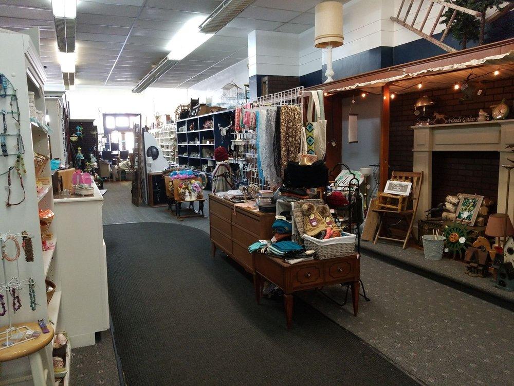 Bijou Gift Boutique: 127 W Market, Bluffton, IN