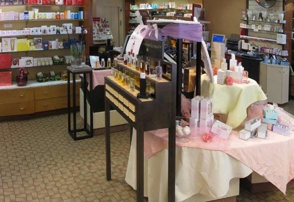 Paris parfums produits de beaut cosm tiques 68 rue for Chambre de commerce de paris horaires
