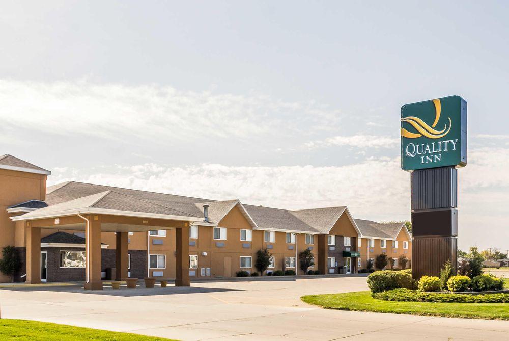 Quality Inn: 100 21st St SW, Huron, SD