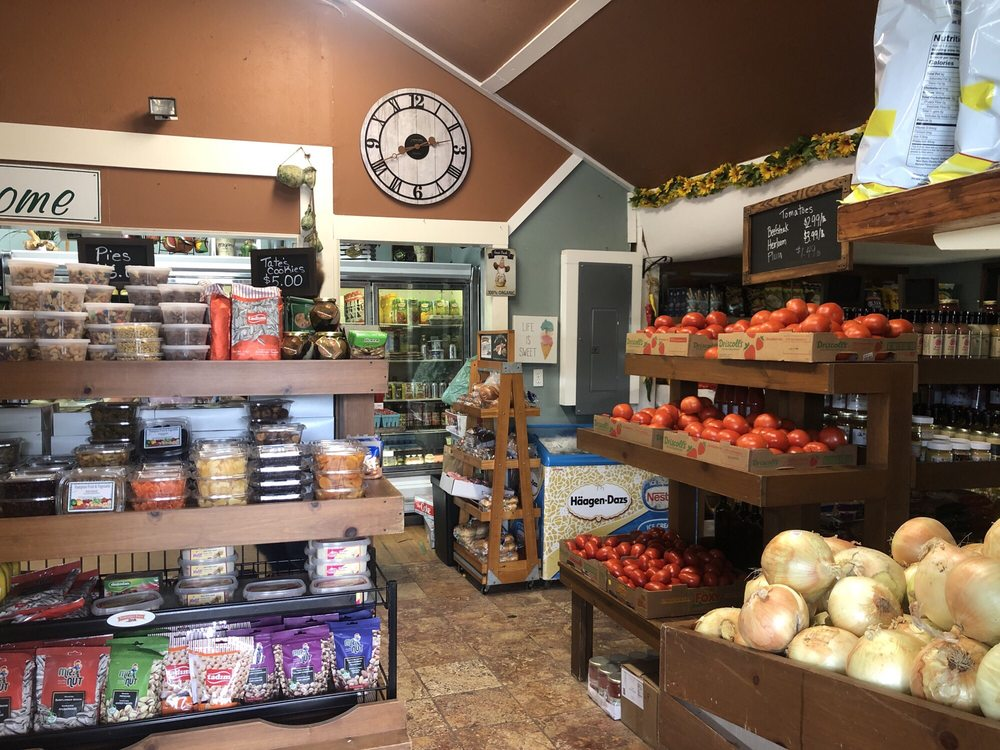 Hampton Fruit & Vegetable: 436 Montauk Hwy, East Quogue, NY