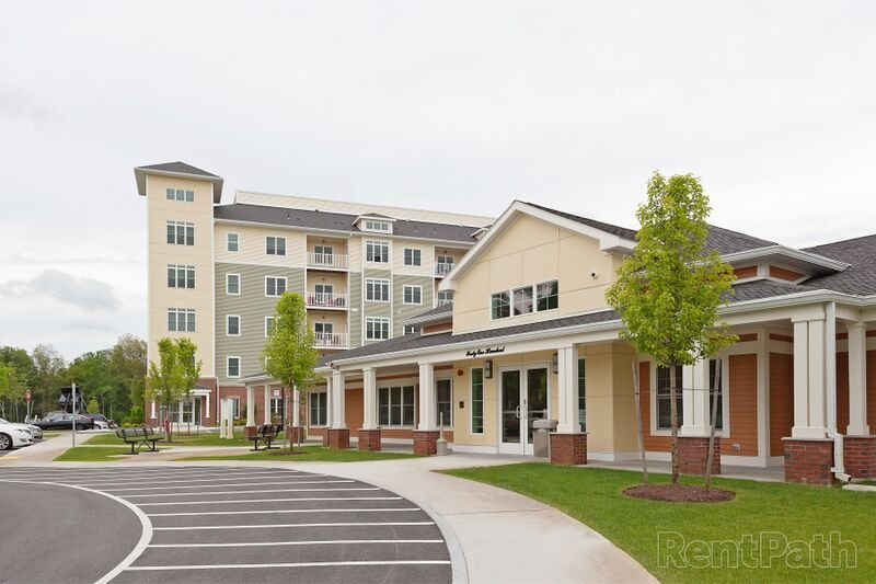 Axis At Lakeshore: 4100 Summit Dr, Bridgewater, MA