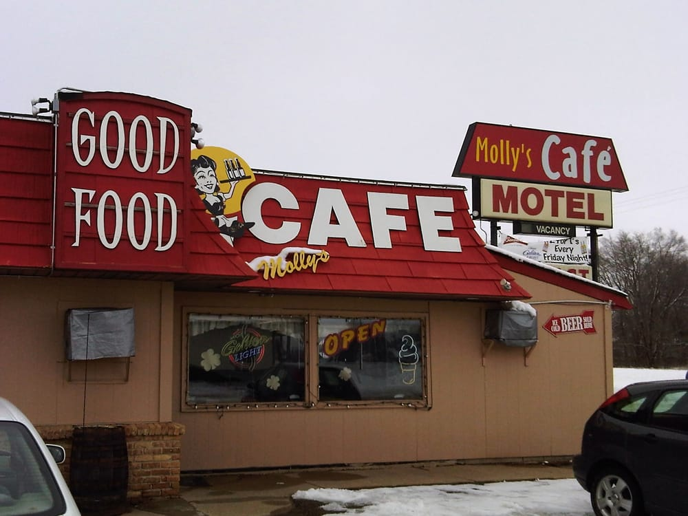 Molly's Cafe: 810 State Hwy 7, Silver Lake, MN