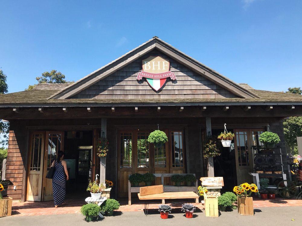 Breeze Hill Farm: 31215 County Rt 48, Peconic, NY
