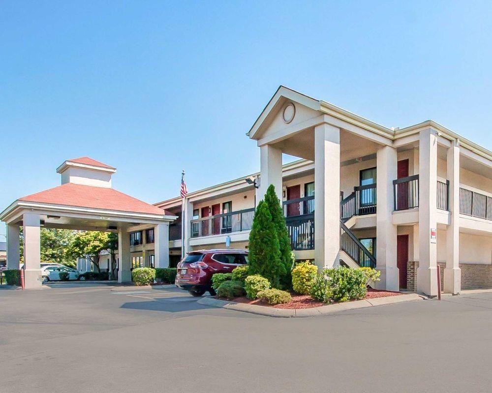 econo lodge inn suites 38 photos 12 reviews hotels 110 n