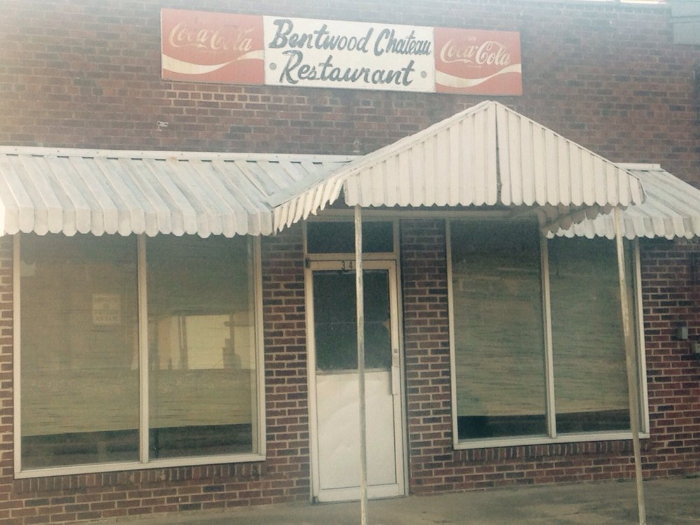 Bentwood Chateau: 345 1st St, Marks, MS