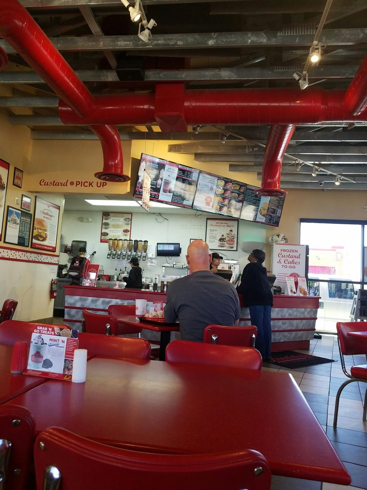 Freddy's Frozen Custard & Steakburgers: 3112 E Kansas Ave, Garden City, KS