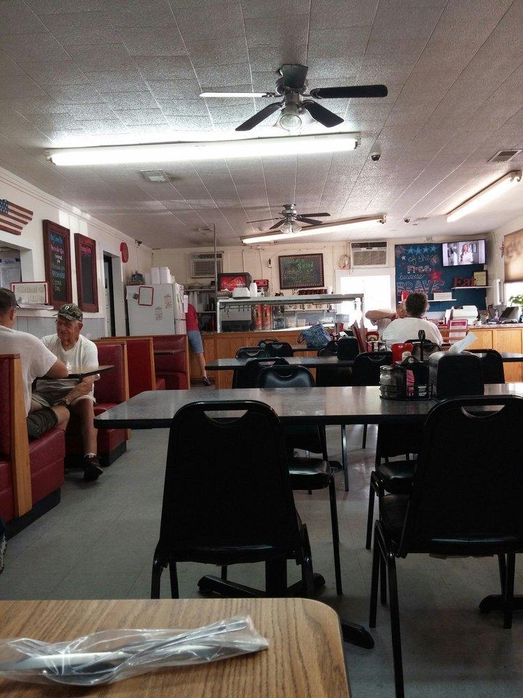 Doris' Diner: 711 Brown St, Celina, TN
